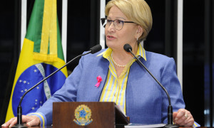 Ana Amélia destaca movimento Outubro Rosa e ações para informar direitos dos pacientes com câncer