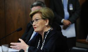 Ana Amélia sugere compra do excedente de leite para amenizar crise no setor