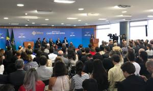 Primeiras unidades do Cartão Reforma são entregues em cerimônia no Palácio do Planalto