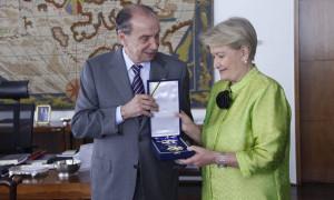 No Itamaraty, Ana Amélia recebe a Ordem do Rio Branco