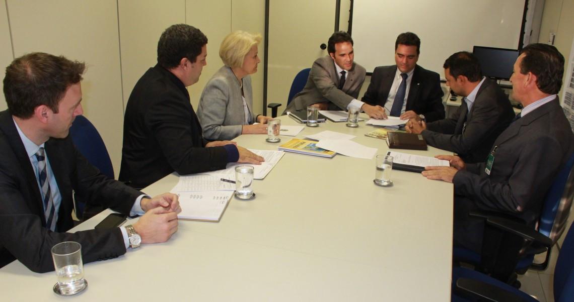 Decisão sobre inclusão de Porto Mauá na lista de municípios autorizados a instalar free shops deverá sair nos próximos dias