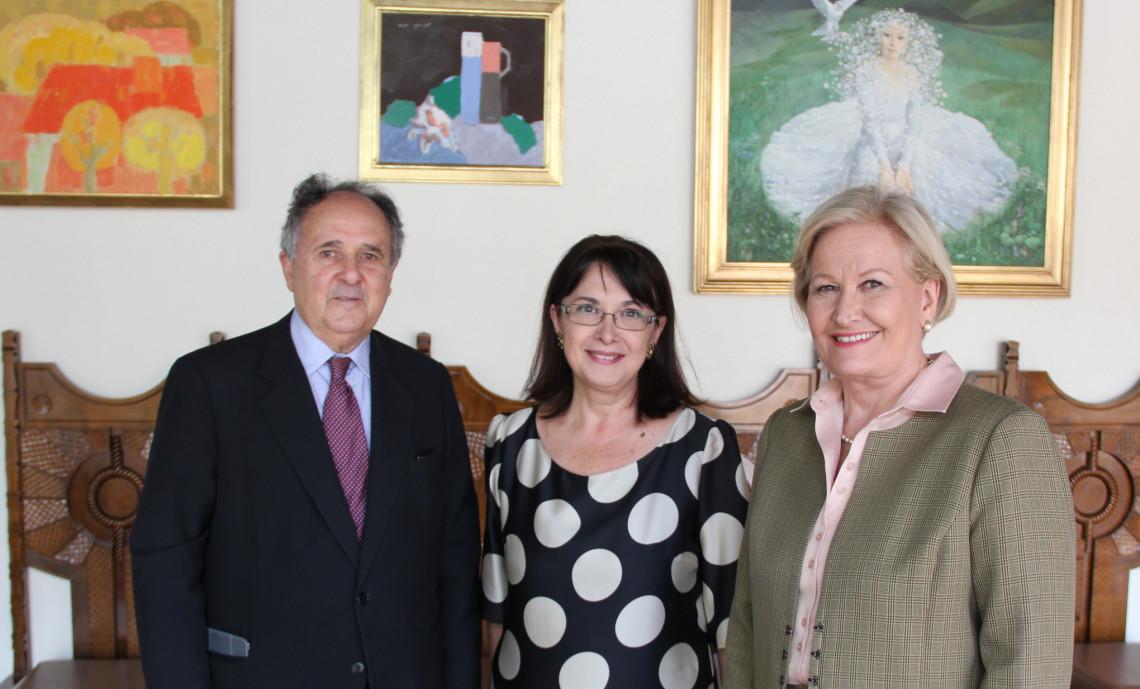 Embaixadora da Romênia destaca relações comerciais com o Brasil