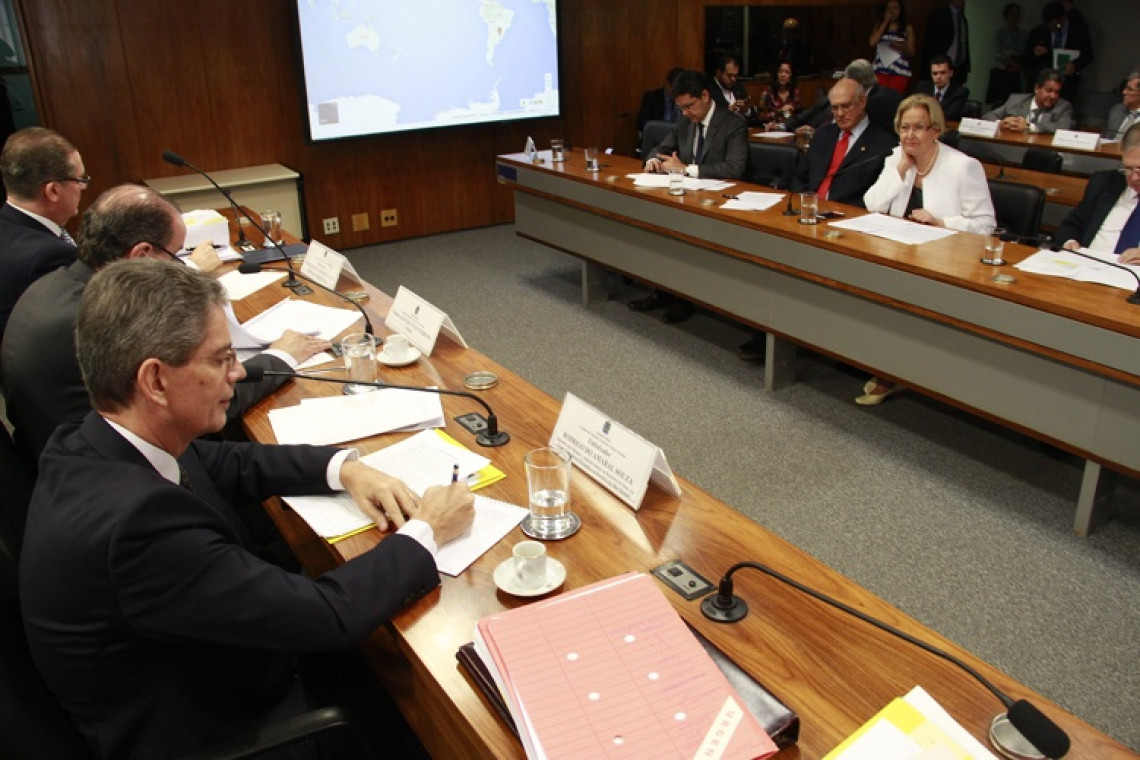 Indicações de embaixadores no Uruguai e nas Filipinas passam na CRE e seguem a Plenário