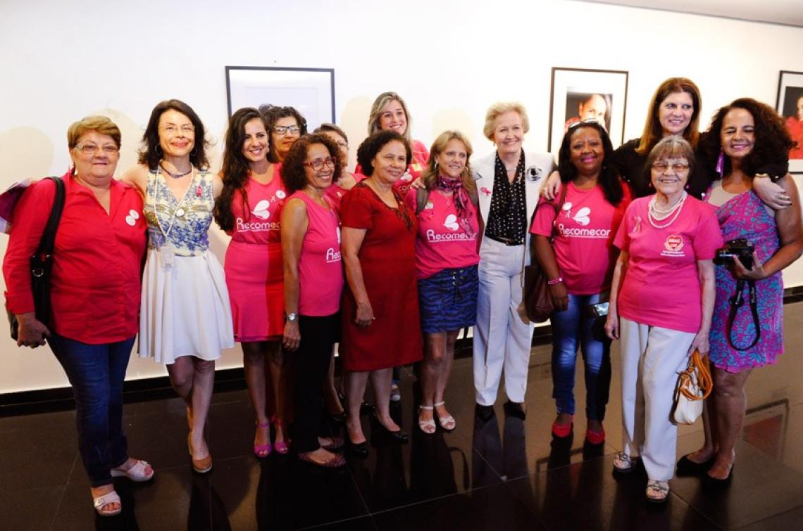 Senado Galeria inaugura exposição sobre mulheres que superaram o câncer de mama