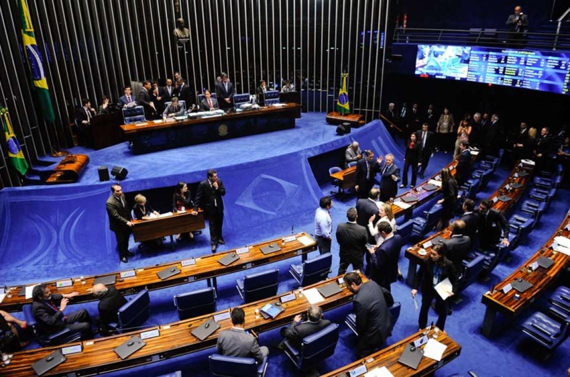 Senado aprova projeto que proíbe limitação de dados na internet fixa