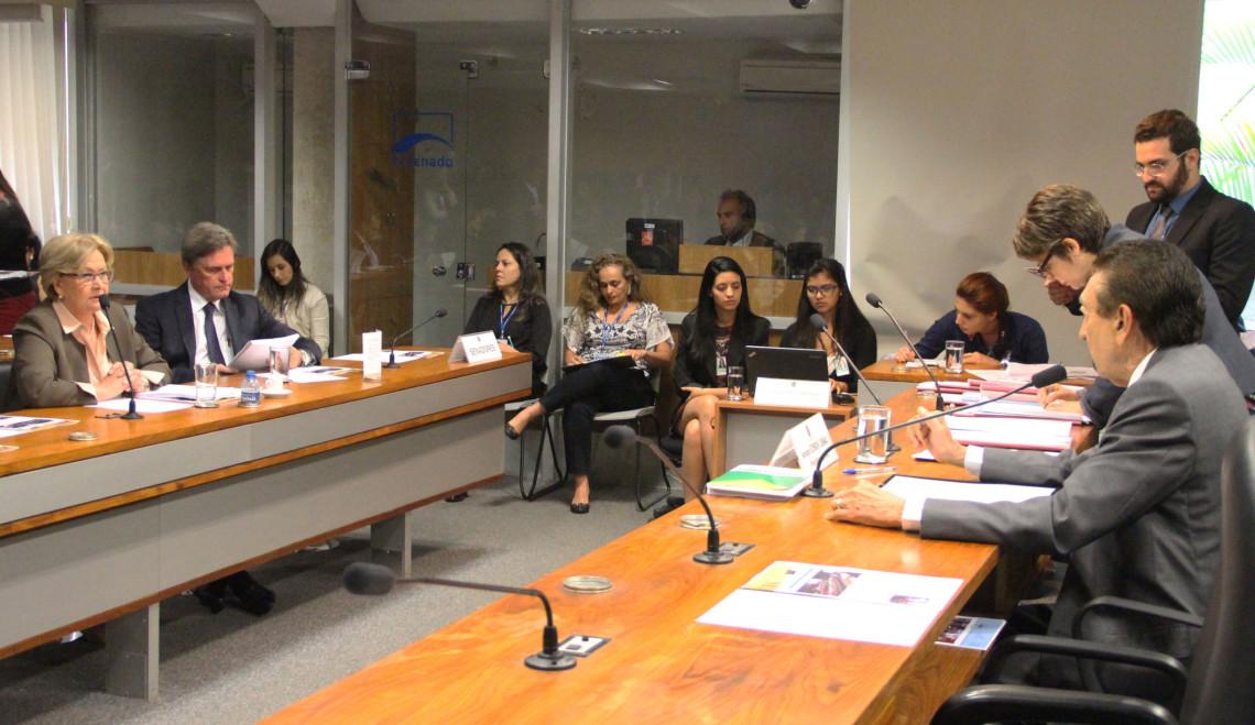 CAS aprova audiência para debater Lei dos 60 dias e da reconstrução mamária