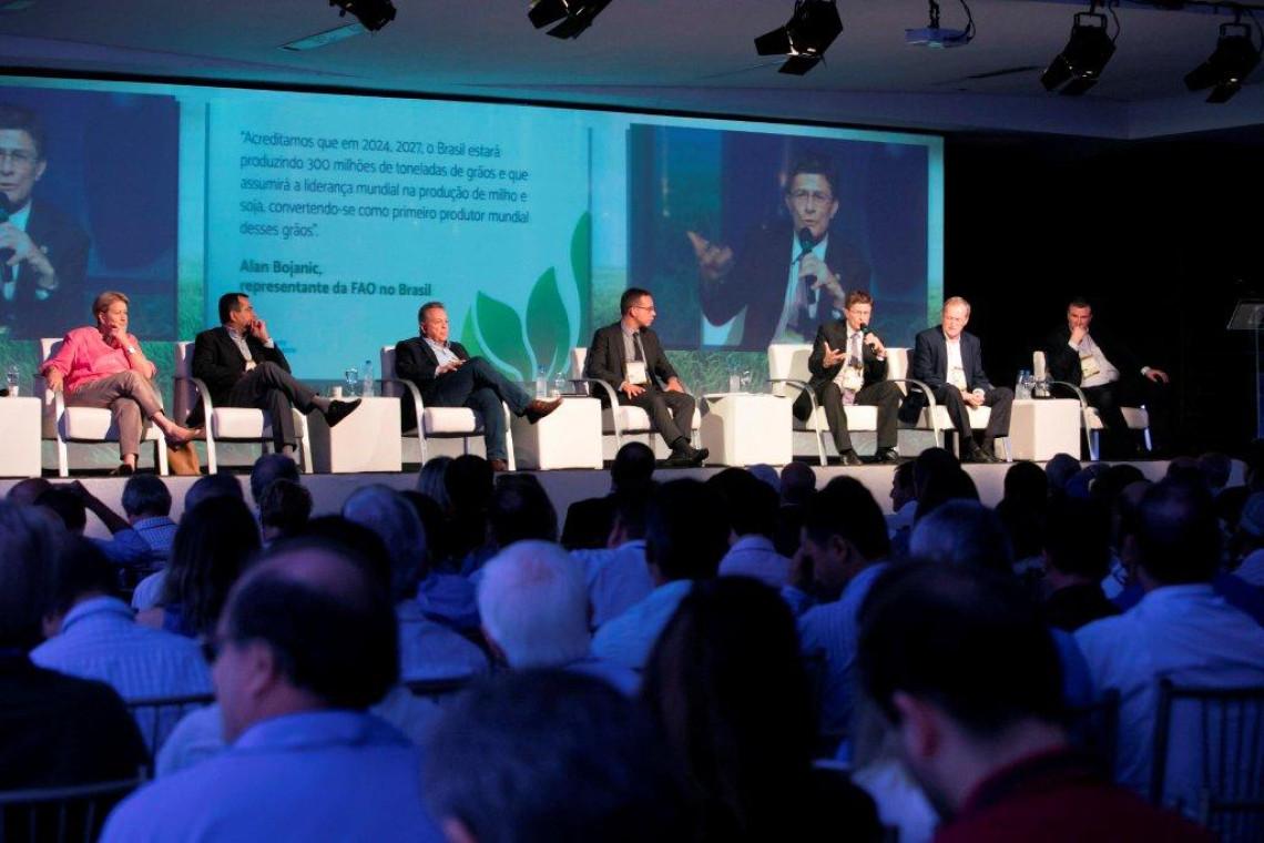 Brasil é o mais preparado para suprir demanda mundial, apontam especialistas durante debate na ExpoLondrina