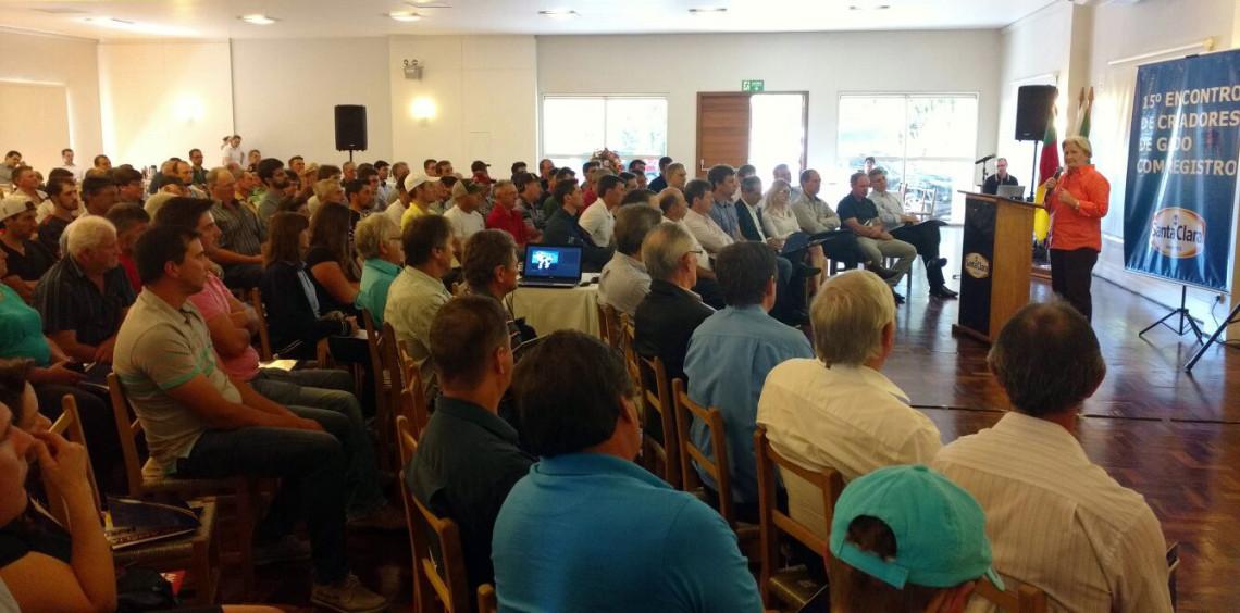 Senadora participa de encontro da cooperativa Santa Clara, em Carlos Barbosa