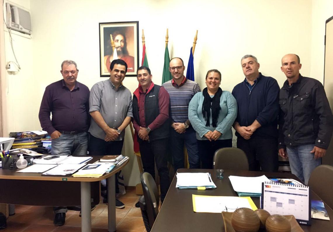 Chefe de gabinete ouve demandas em visitas a Mostardas, Tavares e  São José do Norte
