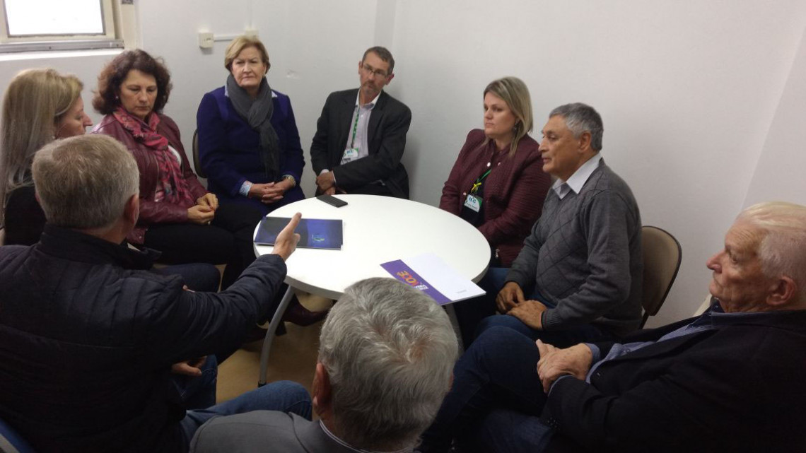 Ana Amélia visita hospital de Vera Cruz e anuncia auxílio na compra de equipamentos