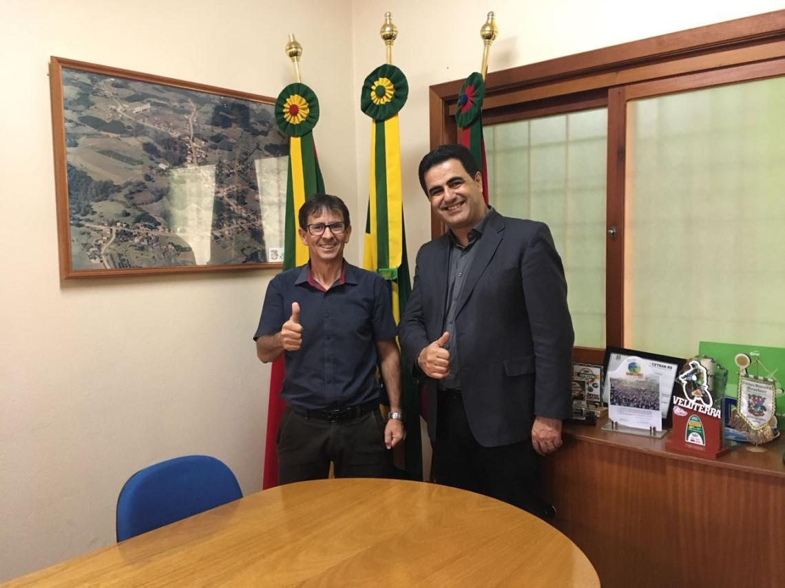 São José do Sul adquire retroescavadeira com recursos de emenda encaminhada pela senadora Ana Amélia