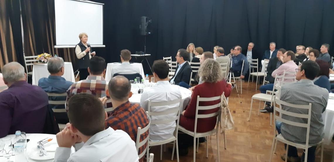 Em reunião com empreendedores e lideranças em Encantado, Ana Amélia fala sobre austeridade e importância do voto consciente