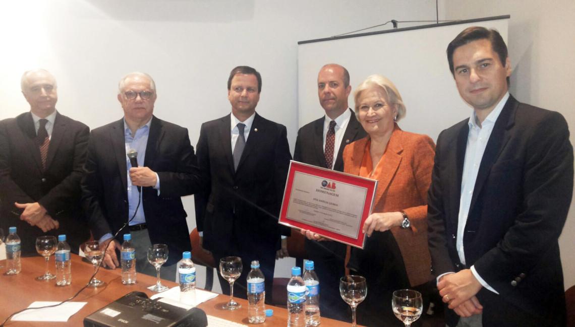 OAB/RS faz homenagem à senadora Ana Amélia em evento alusivo ao Mês do Advogado