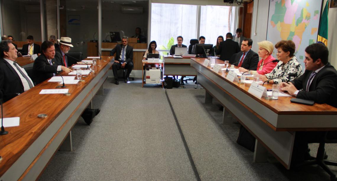 Debate no Senado apresenta potencial das florestas comerciais