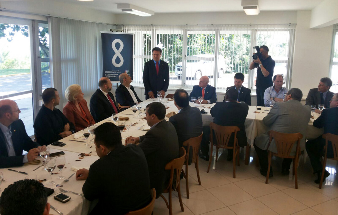 Bancada federal gaúcha debate alternativas à crise em reunião-almoço com a direção do Grupo Record