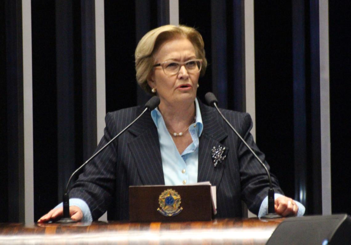 Senadora critica agressões verbais à advogada Janaína Paschoal no Aeroporto de Brasília