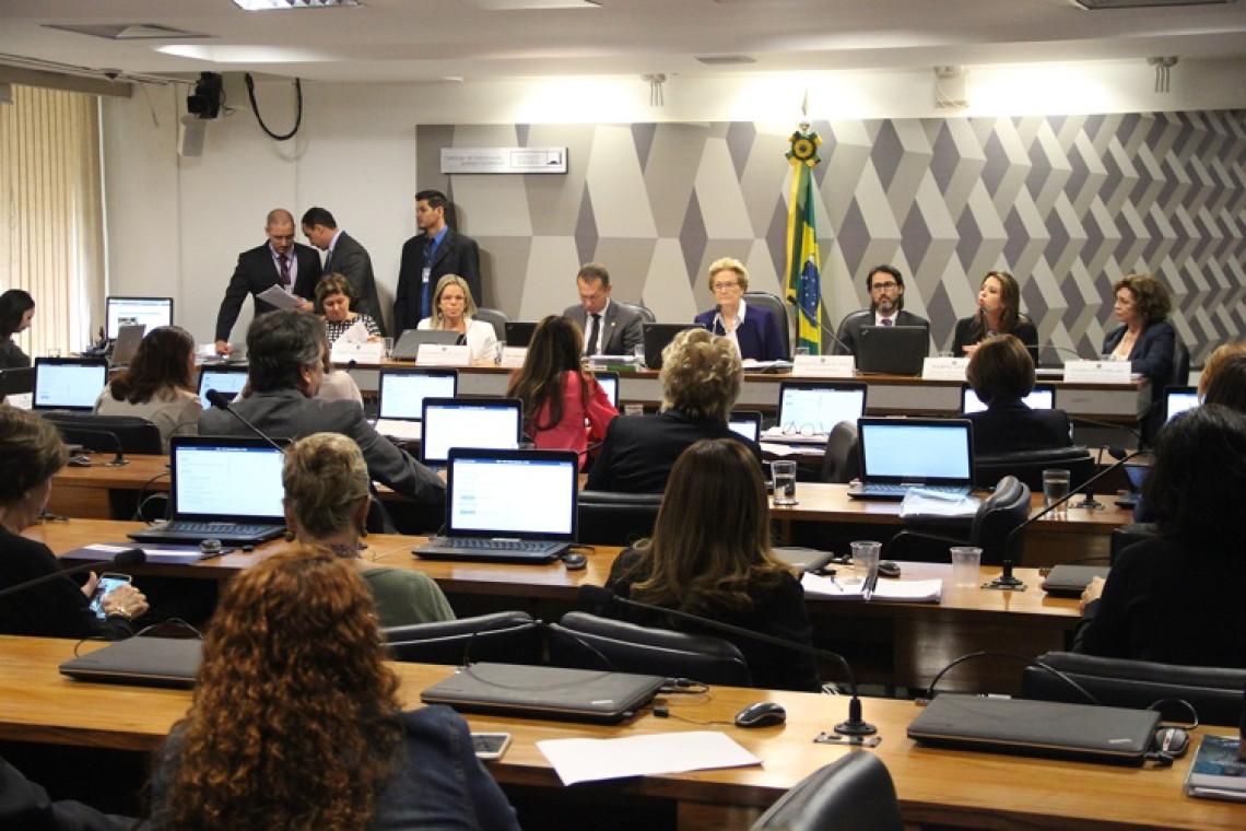 Projeto que modifica Lei Maria da Penha foi tema de debate na CCJ