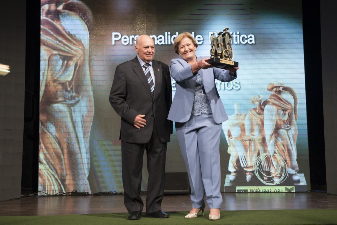 Ana Amélia recebe Troféu Senar/O Sul na categoria Personalidade Política