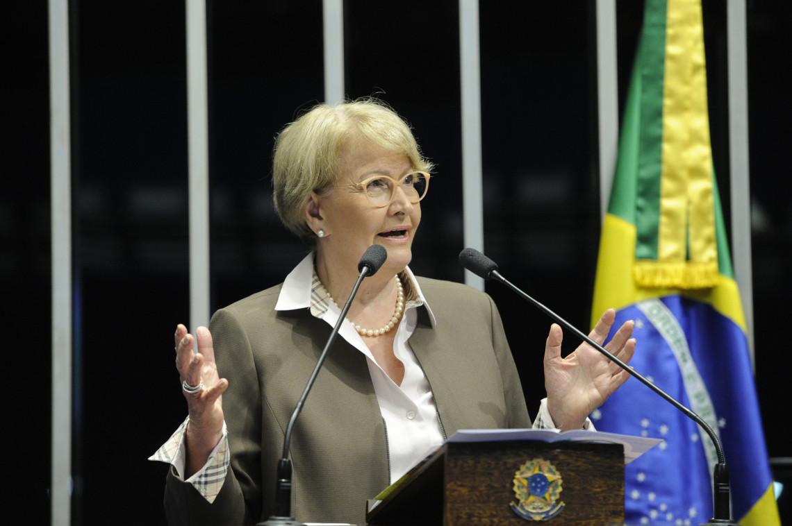 8º Fórum Mundial da Água30 anos da Constituição InfomatériasJornalRádioTVFotosSenado MultimídiaAssessoria de Imprensa Agora Acompanhe ao vivo a Comissão de Relações Exteriores e Defesa Nacional Home Matérias  Plenário Pecuária brasileira recebe certificad