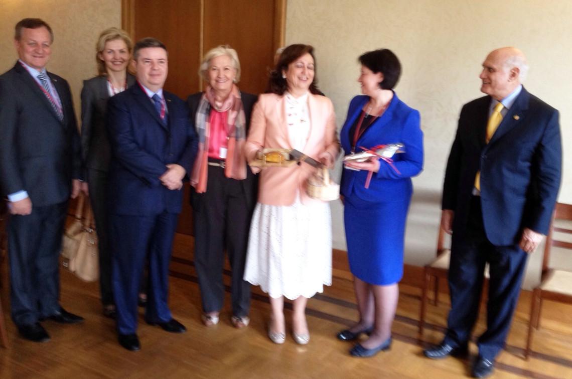 Relações comerciais entre Brasil e Lituânia são tratadas em reunião durante Assembleia da OIE