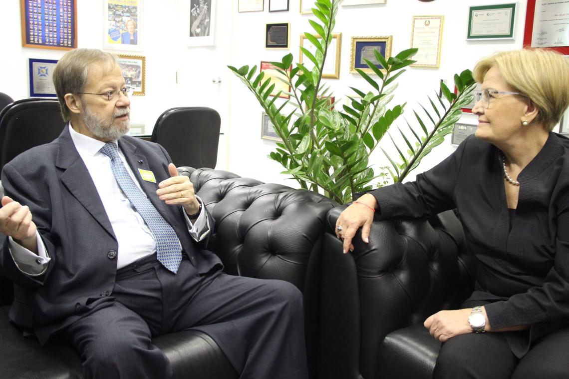 Trinta mil brasileiros estudam na Austrália, diz embaixador