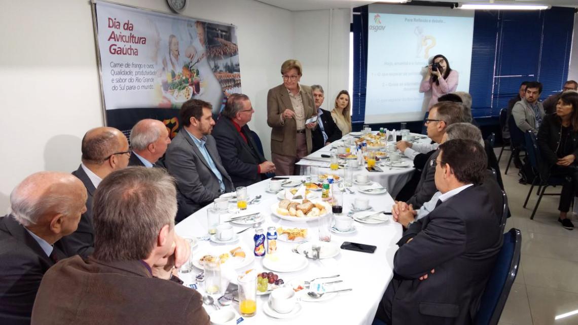 Dia Estadual da Avicultura é celebrado em encontro com parlamentares, produtores e lideranças