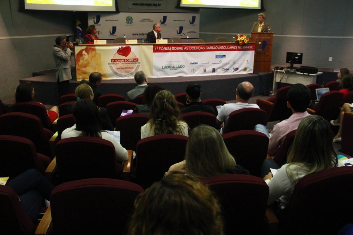 Senadora defende importância da prevenção em fórum sobre doenças cardiovasculares
