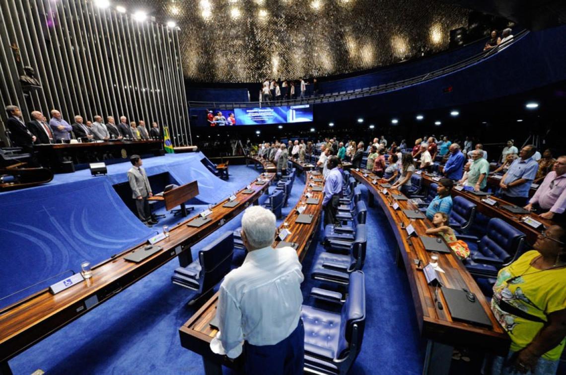 """""""Aumento de impostos não resolve o problema do país"""", afirma Ana Amélia em sessão de homenagem a aposentados"""