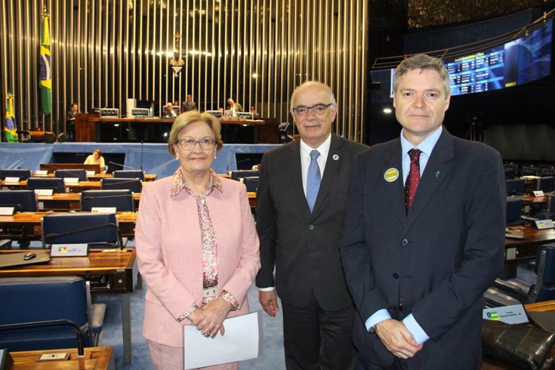 Reitores da Ufrgs e da Ufpel são recebidos por Ana Amélia no Senado