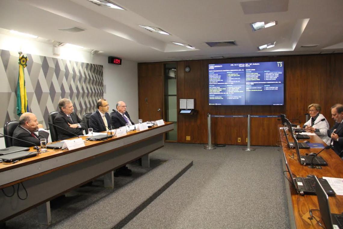 Atração de empresas brasileiras pelo Paraguai preocupa senadores