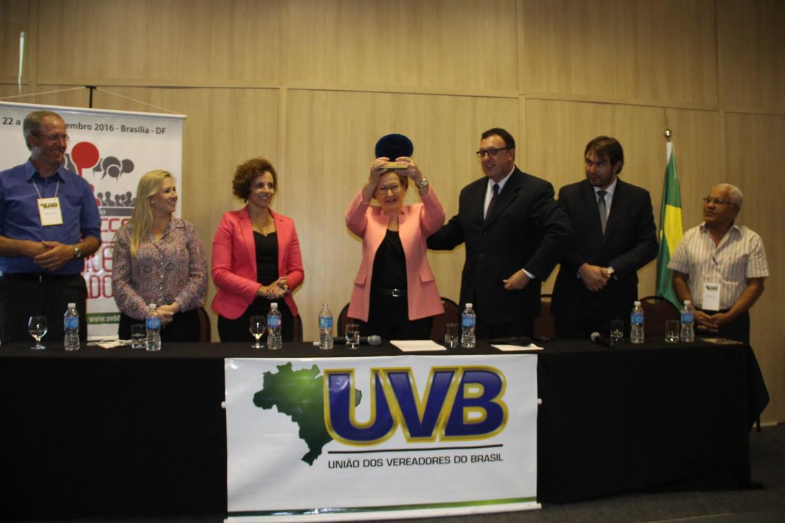 Ana Amélia é homenageada pela União dos Vereadores do Brasil