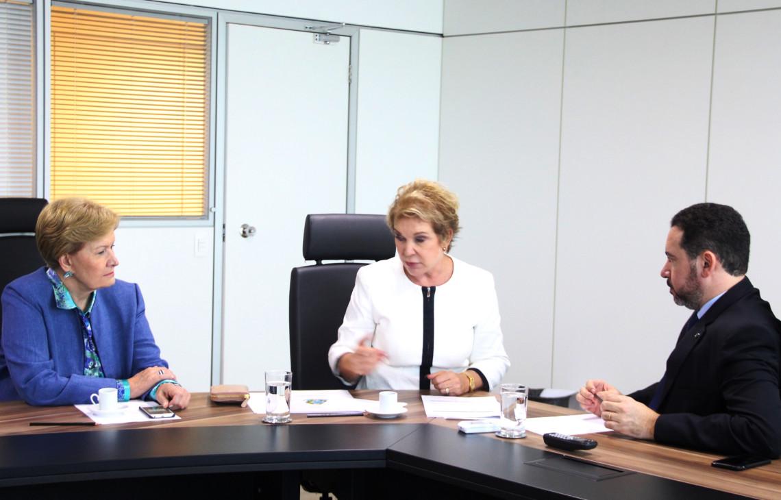Parlamentares buscam apoio para recompor quadro da Anvisa