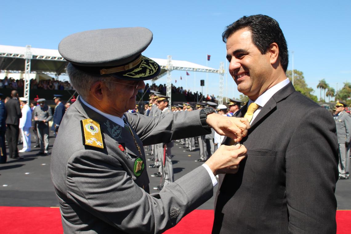 Ana Amélia prestigia cerimônia do Dia do Exército, em Brasília