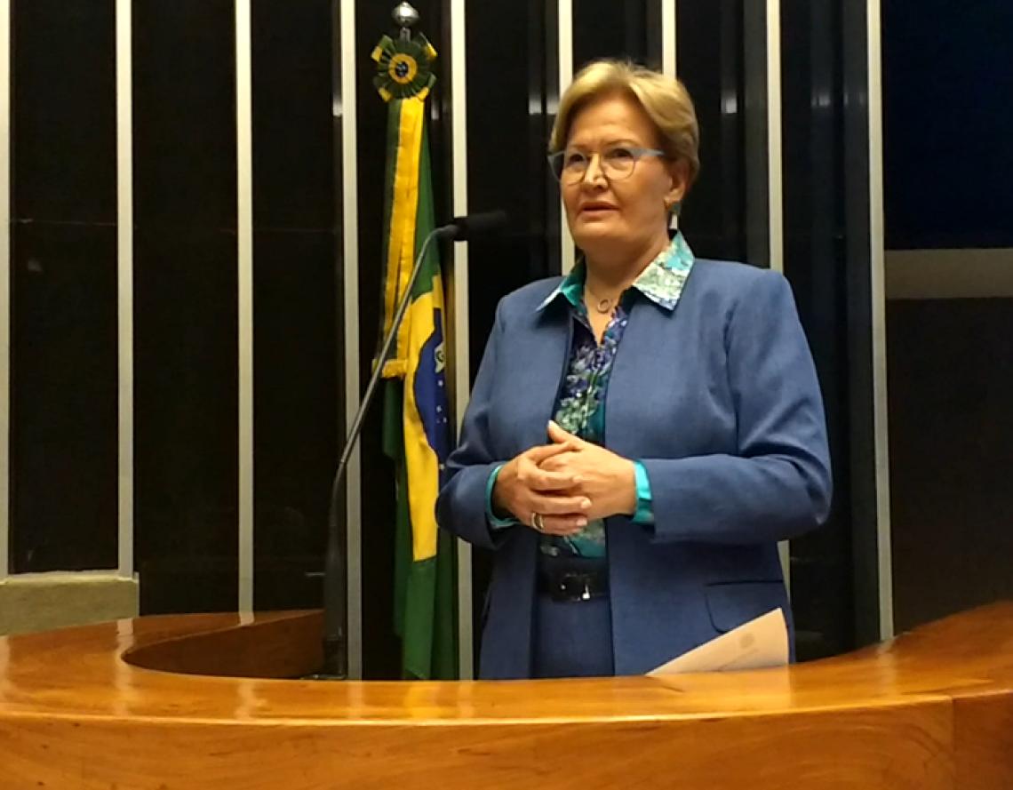 Parlamento faz homenagem aos 90 anos da Rádio Gaúcha