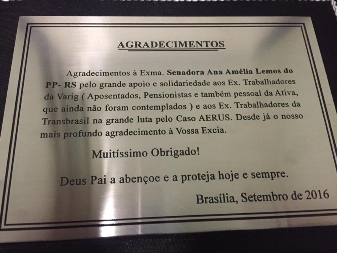 Aposentados entregam placa em reconhecimento à atuação da senadora Ana Amélia no caso Aerus