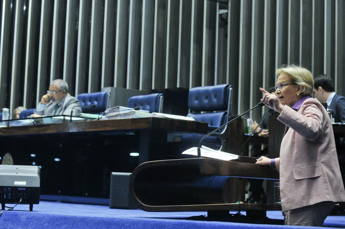 Em vez da fusão de ministério A ou B, prioridade deve ser a crise na economia e na saúde, cobra Ana Amélia