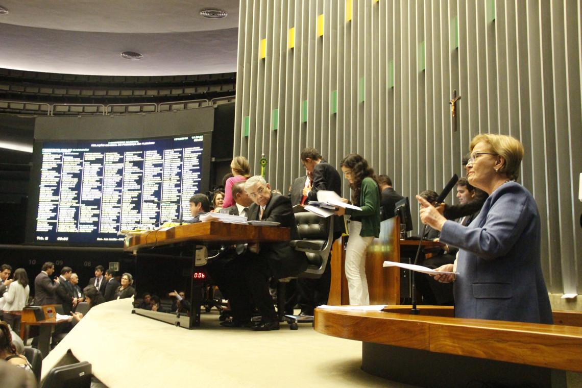 PT foi contra o Plano Real e a Lei de Responsabilidade Fiscal, lembra Ana Amélia