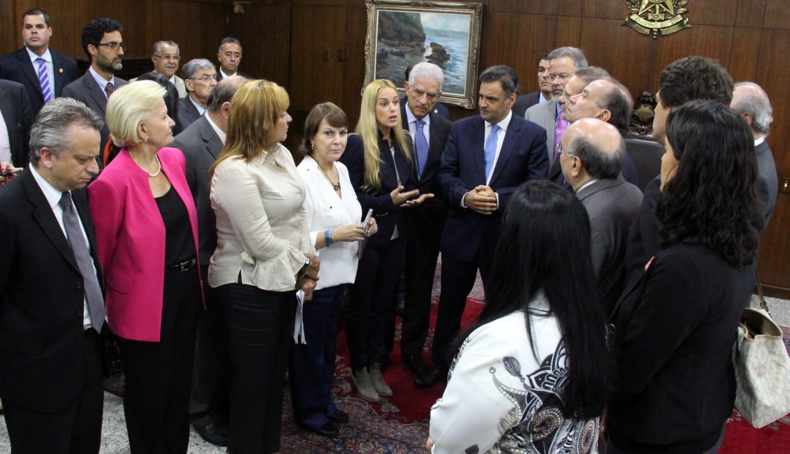 Esposas de líderes de oposição na Venezuela pedem ajuda ao Brasil