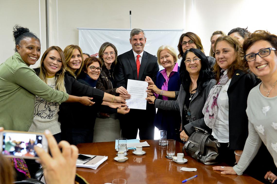"""Reunião discute estratégias para o lançamento da campanha """"Mais Mulheres na Política"""" no Rio Grande do Sul"""