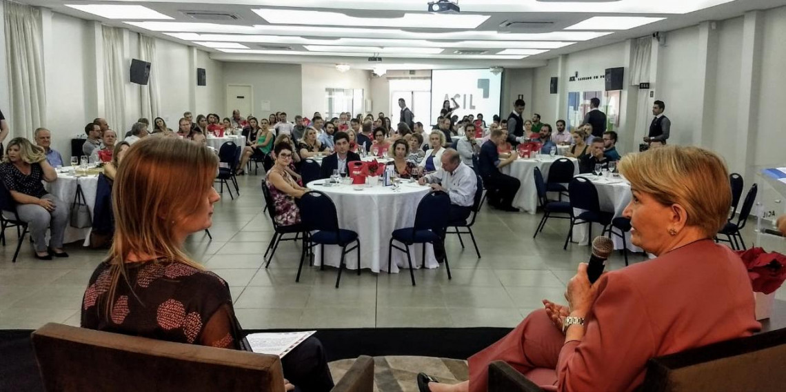 Cenário político e econômico e desafios para 2019 foram temas de palestra da senadora na ACIL