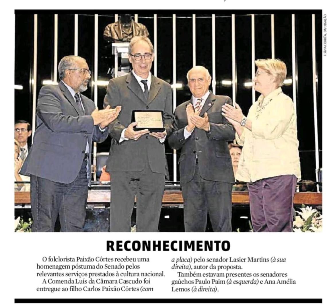 Paixão Côrtes é homenageado no Senado