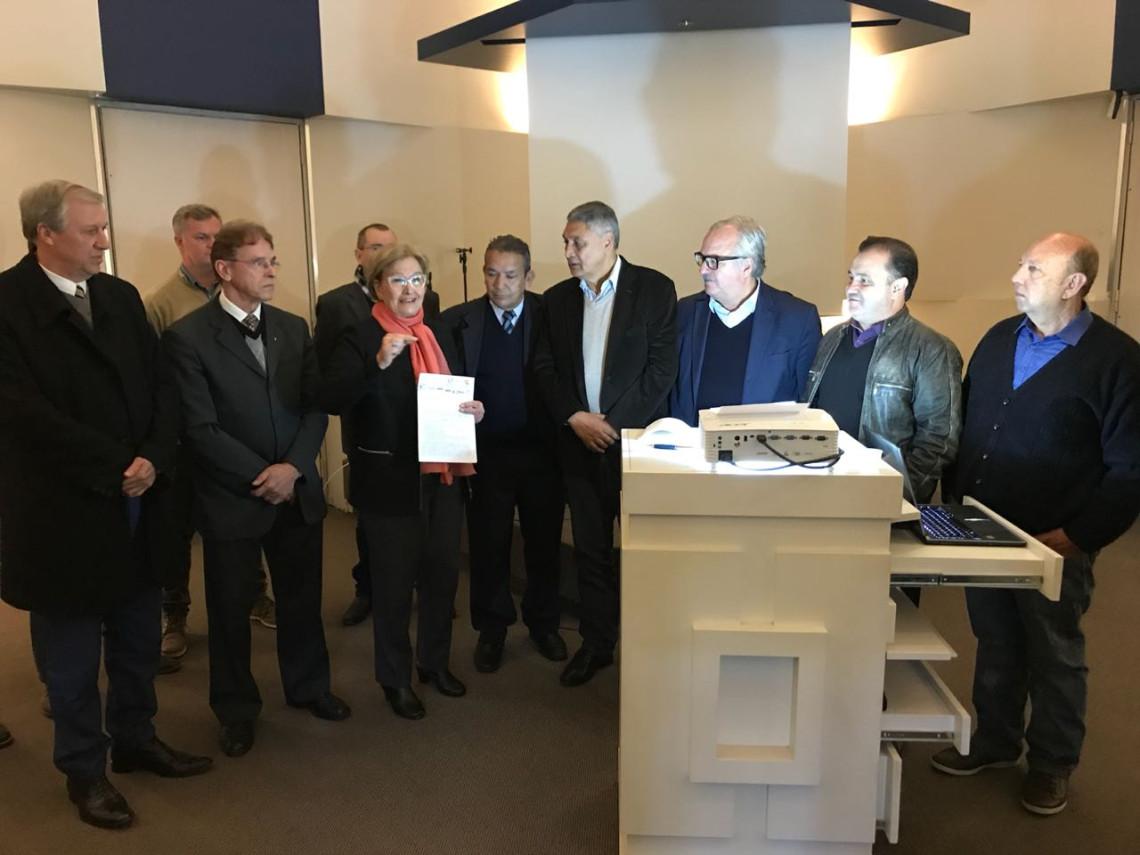 Em Portão, instituições de saúde e empresários apresentam demandas à senadora