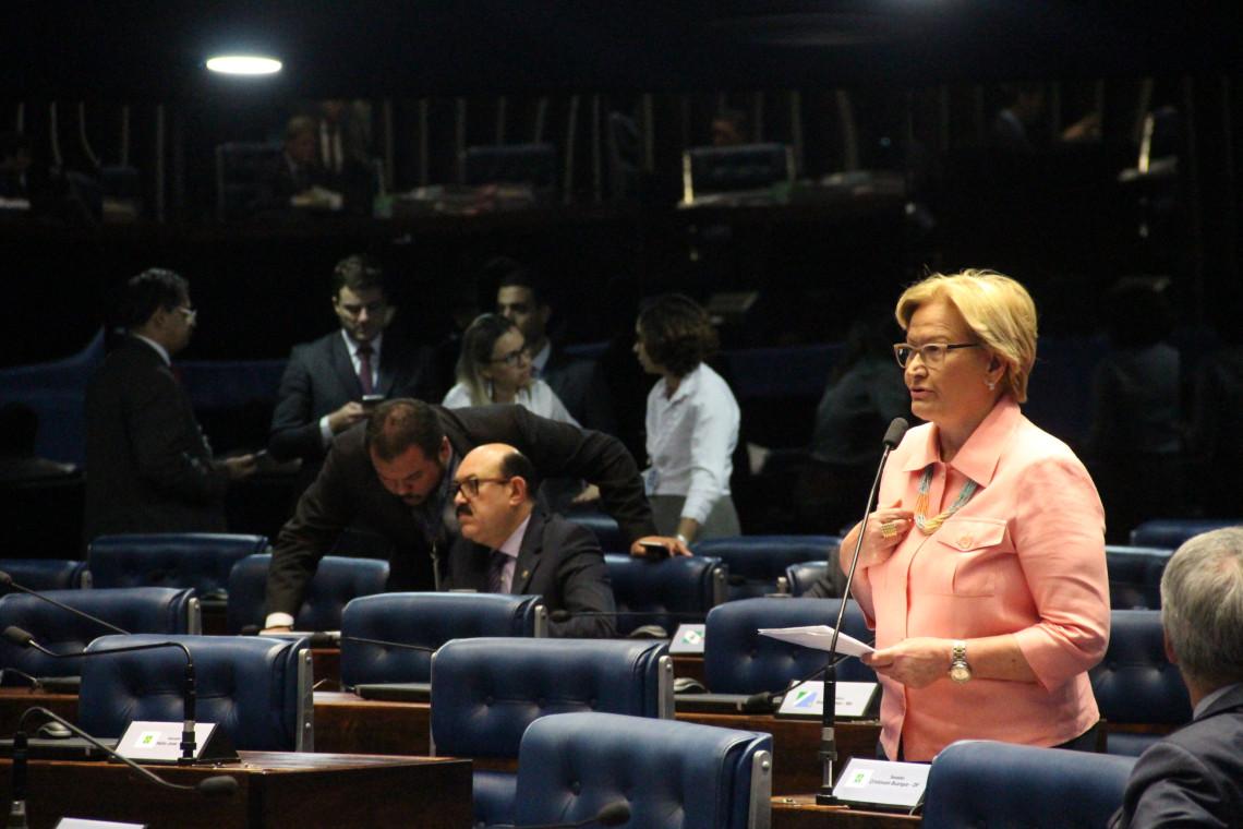 Ana Amélia lê nota em defesa da denúncia da Lava Jato contra Lula