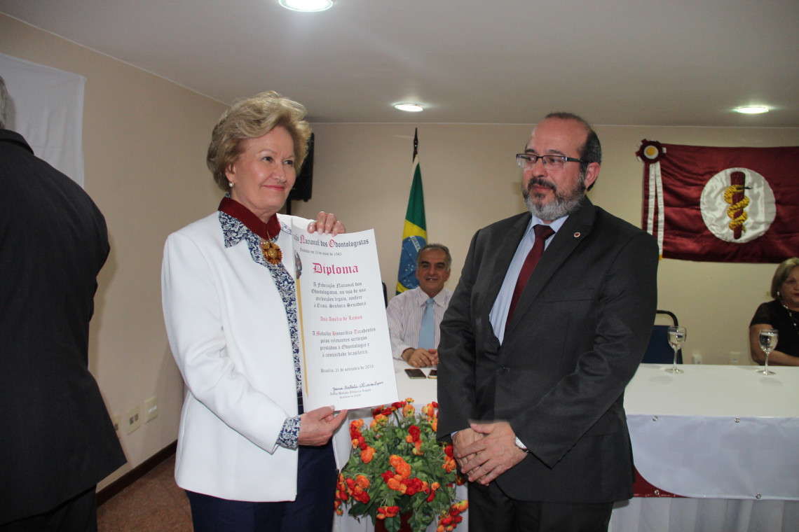 Ana Amélia é homenageada pela Federação Nacional dos Odontologistas