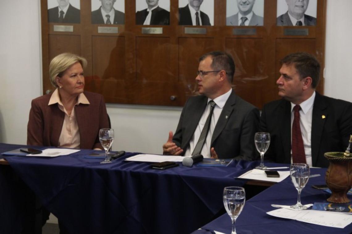 Parlamentares gaúchos discutem litigiosidade e renegociação da dívida na AMB
