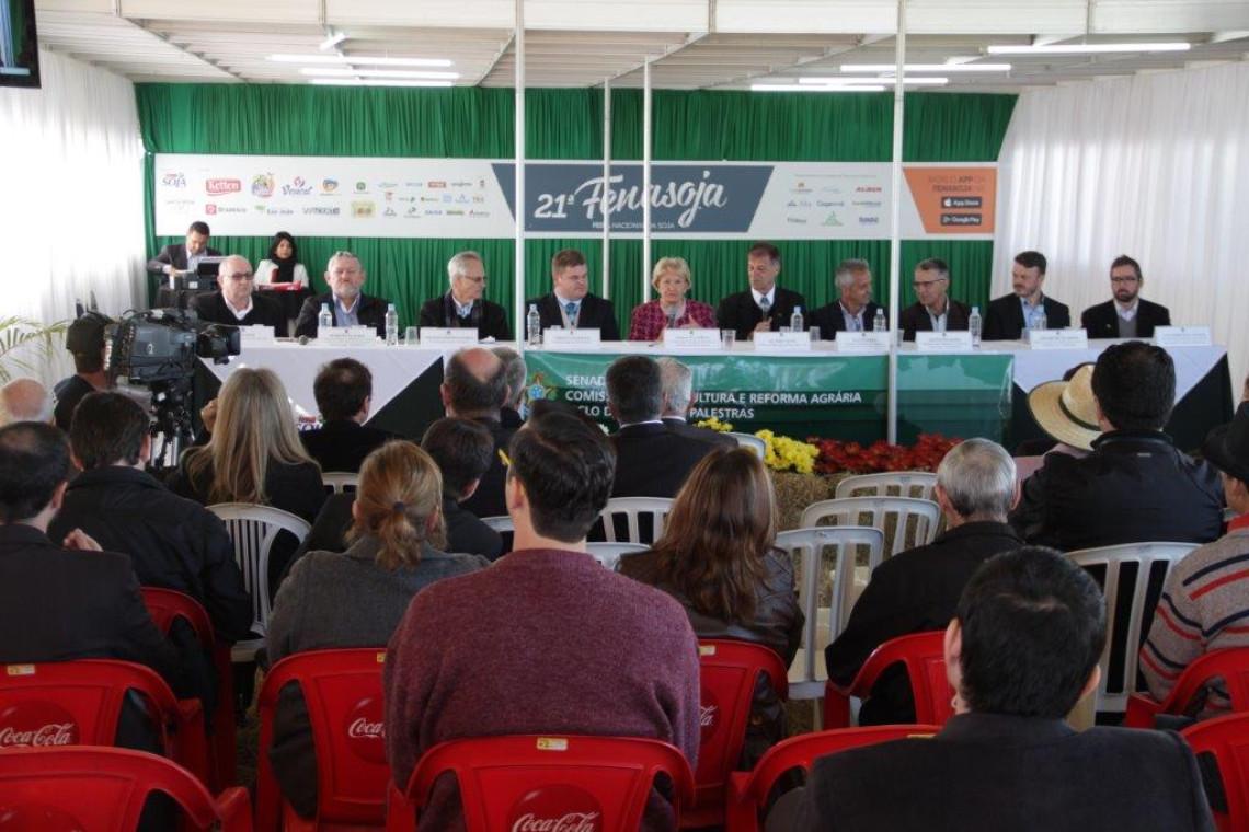Cooperativismo é tema de audiência durante a Fenasoja em Santa Rosa