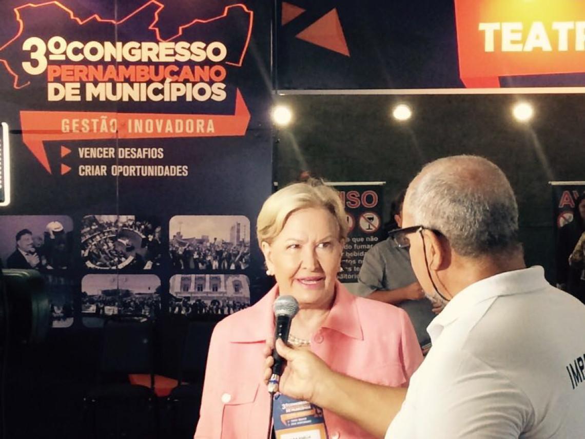 Senadora reforça seu compromisso com o municipalismo 3º Congresso da Amupe, em Pernambuco