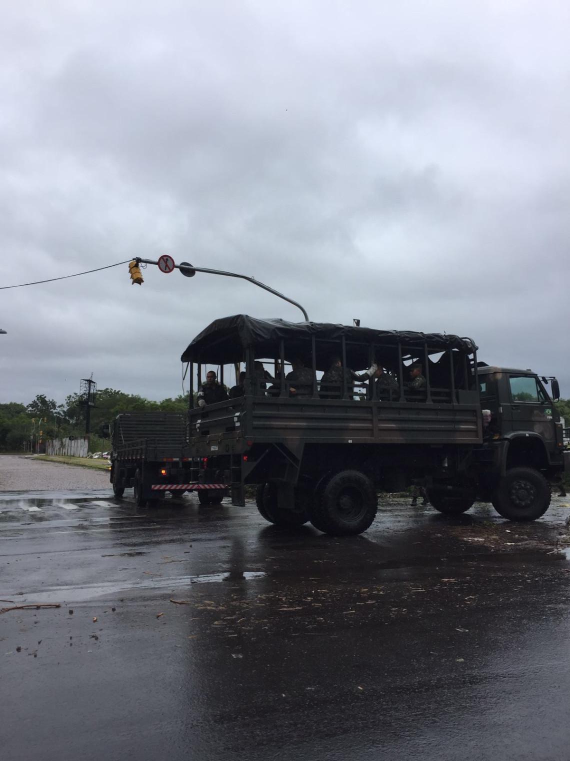 Comandante militar do Sul relata à senadora ações do Exército em Porto Alegre e contra o mosquito Aedes Aegypti
