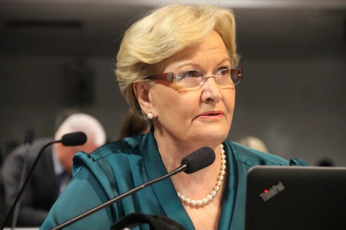 Senado aprova PEC proibindo governo federal de criar despesas a Estados e municípios sem fonte de receitas