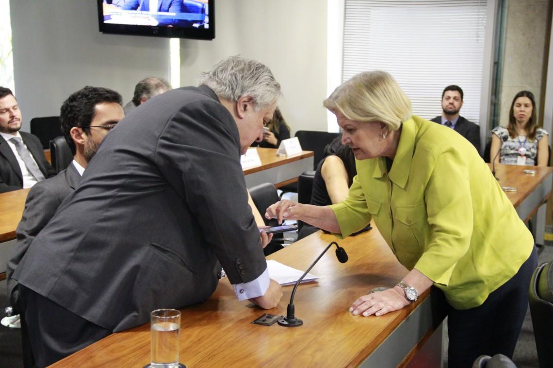 Burocracia dificulta trânsito na fronteira entre Brasil e Argentina